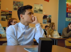 Очередные занятия для старшеклассников в средних школах Калининграда.