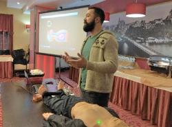 Занятие по обучению методам оказания первой помощи пострадавшим с персоналом гостиницы Турист. Февраль 2018 год